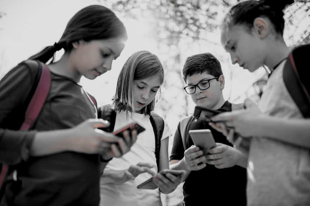 +5 perigos das mídias sociais para crianças e adolescentes